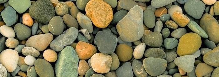 piccoli sassi di mare multicolori