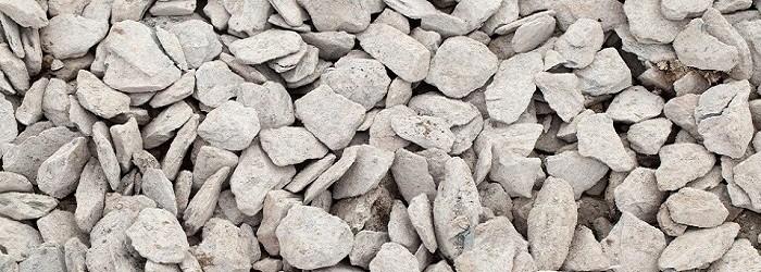 piccole pietre piatte di colore bianco